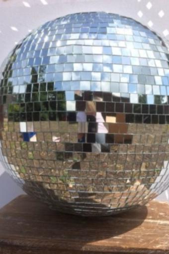 Disco-Kugel Spiegelkugel Verleih Hamburg Dekoverleih Tanzfläche Beleuchtung